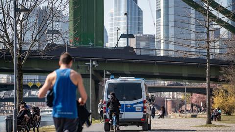 Frankfurt in Corona Zeiten: Polizei kontrolliert