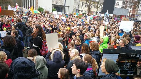 Demo auf dem Marburger Martkplatz.
