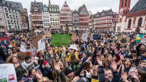 Fridays-for-future-Kundgebung im März auf dem Frankfurter Römerberg.