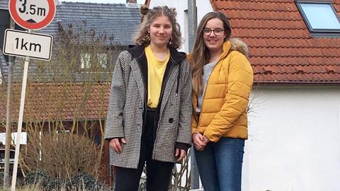 Fridays-for-Future-Aktivistinnen Emma Savolainen (l.) und Carlotta Schmidt.