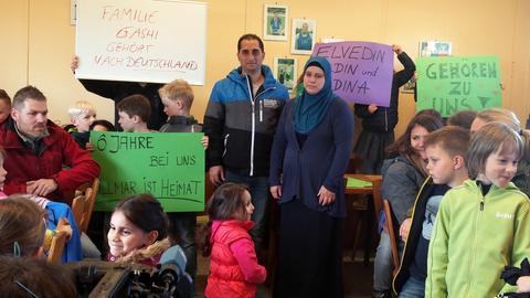 Von Abschiebung bedrohte Familie Gashi und Freunde aus Villmar