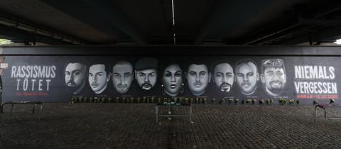 Graffito für die Opfer des Anschlags von Hanau an der Frankfurter Friedensbrücke