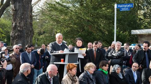 Der Vater des NSU-Opfers Halit Yozgat am Donnerstag beim Gedenken in Kassel.