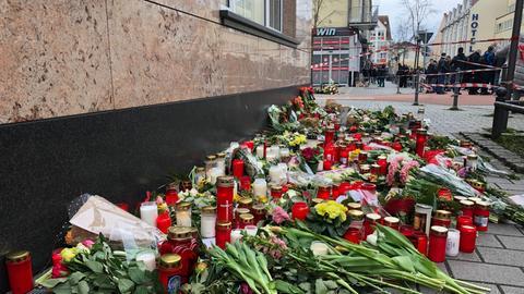 Blumen am Tatort in Hanau