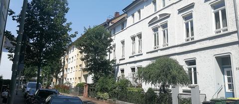 Aus diesem Mehrfamilienhaus im Frankfurter Ostend sollte die Mieterin ausziehen.