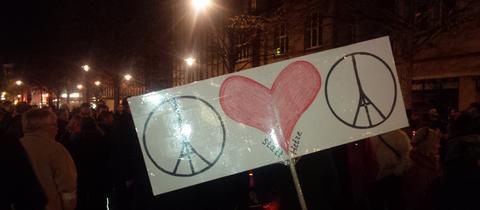 """Plakat bei """"Herz statt Hetze""""-Demo in Wetzlar"""