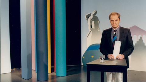 Holger Weinert im hessenschau-Studio früherer Zeiten
