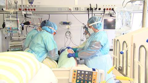 Die Koma-Patienten müssen mehrmals am Tag gewendet werden.