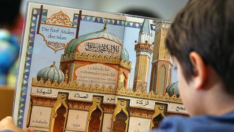 Schüler im Islamunterricht