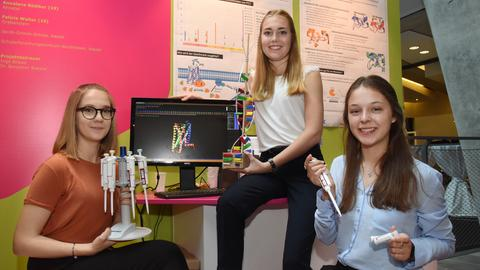 Jessica Grabowski, Annalena Bödiger und Felicia Walter gewannen in der Kategorie Biologie.
