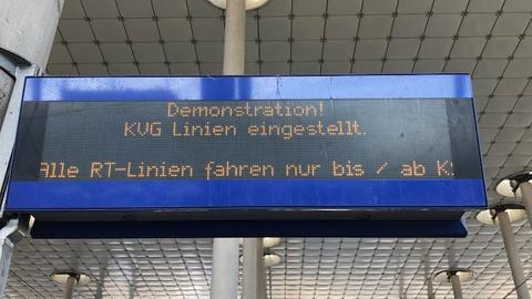 Anzeige: Demonstration! KVG Linien eingestellt