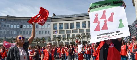 Sozialarbeiter und Erzieher streiken in Kassel