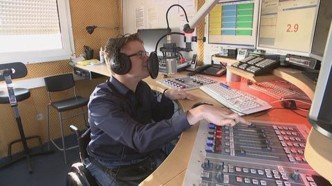 Simon Dörr moderiert bei radioKlinikfunk in Wiesbaden