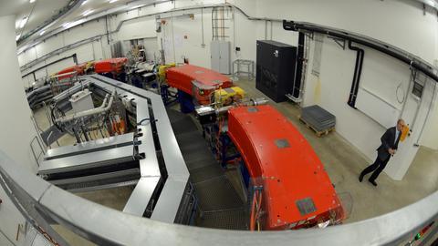 Teilchenbeschleuniger im Marburger Ionenstrahl Therapiezentrum