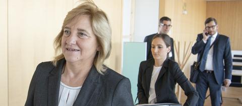Justizministerin Eva Kühne-Hörmann (CDU) auf dem Weg zur Rechtsausschuss-Sitzung