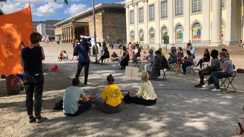 Kundgebung zum Gedenken an Anschlagsopfer von Hanau in Kassel