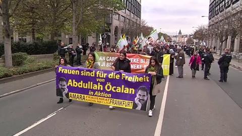 Kurden demsontrieren in Frankfurt