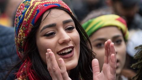 Kurdische Demonstrantin