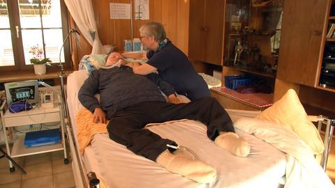 Gerhard Stoll, Patient mit Locked-in-Sndrom, mit Krankenschwester Sigrid Achenbach