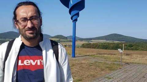 Maher, hat in Syrien Journalismus studiert