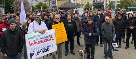 Rund 150 Menschen haben in Frankfurt demonstriert.
