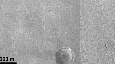 """In dem hellen Punkt in dem markierten Bereich will die Esa den Fallschirm von """"Schiaparelli"""" gesichtet haben. Der dunkle Fleck geht demzufolge auf den Einschlag des Raumfahrzeugs zurück."""