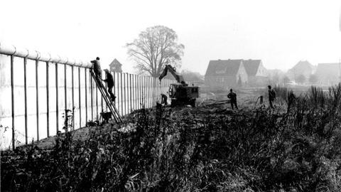 Im Jahr 1971 wurde zwischen Heringen-Kleinensee (Hersfeld-Rotenburg) und dem thüringischen Großensee eine Mauer gebaut