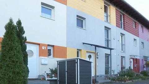Bunte Häuser in der Max-Beckmann-Weg Siedlung in Rüsselsheim-Haßloch