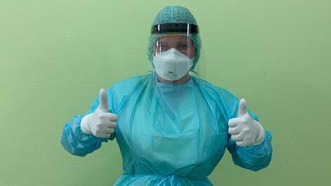 Stephanie Steffes in Schutzkleidung