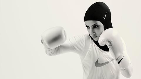 Zeina Nassar: boxer, for Nike Pro Hija