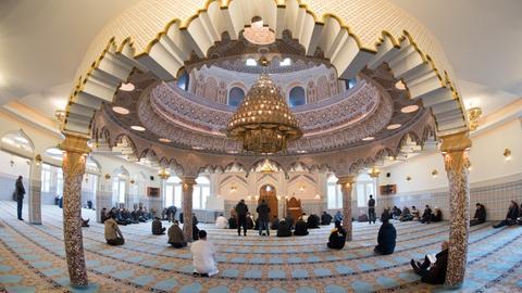 Gläubige in der Frankfurter Abubakr Moschee