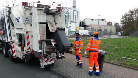 Flüchtlinge als Müllwerker