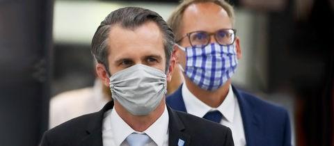 Offenbachs Oberbürgermeister Felix Schwenke (links) und der Gesundheitsminister Kai Klose.