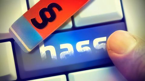 """Computertase mit Aufschrift """"hass"""" und Radiergummi mit Gesetzespargrafensymbol"""
