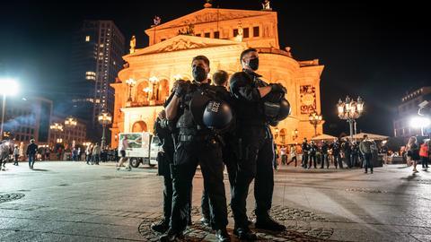 Polizisten am Frankfurter Opernplatz