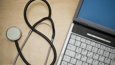 Computer beim Arzt