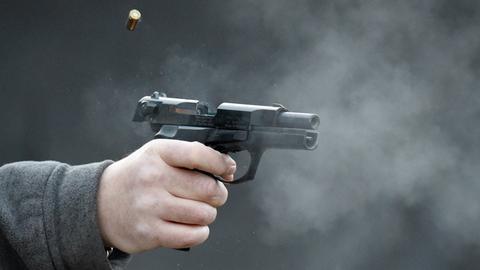 Pistole wird abgefeuert
