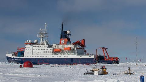 Die Polarstern im Eis.