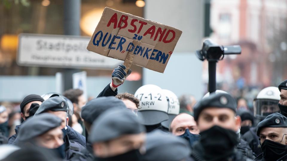 Querdenken-Demo und Gegendemos und viel Polizei in Frankfurt