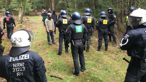 Polizisten im Herrenwald