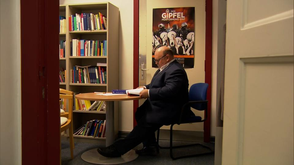 Rafael Behr am Schreibtisch
