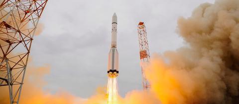 Eine Rakete startet vom Weltraumbahnhof Baikonur.