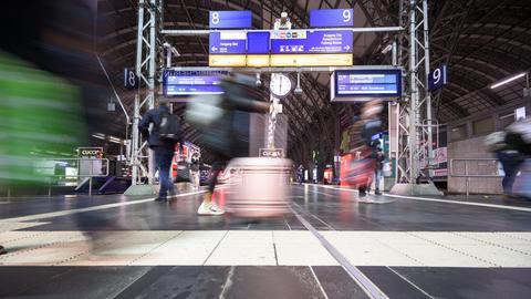 Der Reiseverkehr am Frankfurter Hauptbahnhof.