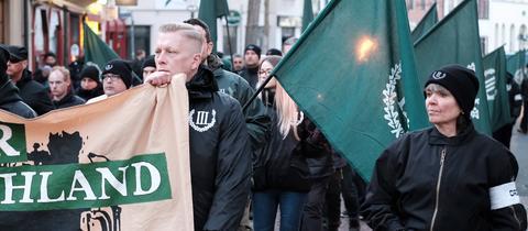 Rechtsextreme marschieren durch Fulda
