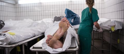 Leichen in der Rechtsmedizin am Universitätsklinikum in Frankfurt