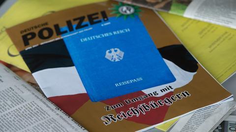 """April-Ausgabe der Zeitschrift """"Deutsche Polizei"""" mit dem Cover-Thema """"Reichsbürger"""""""
