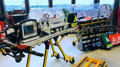 Auch Frühchen im Inkubator kann der Hubschrauber transportieren.