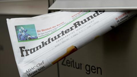 Eine Ausgabe der Frankfurter Rundschau in einem Briefkasten