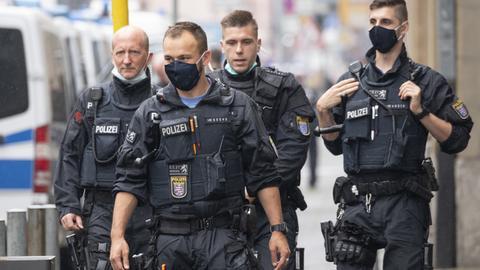 Polizisten am Oberlandesgericht in Frankfurt