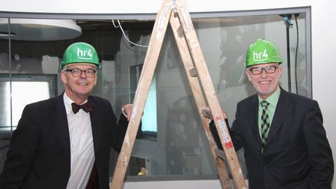 Intendant Helmut Reitze und hr4-Chef Rainer Götze am Freitag bei einer Besichtigung der Baustelle des neuen Hörfunkstudios in Kassel.